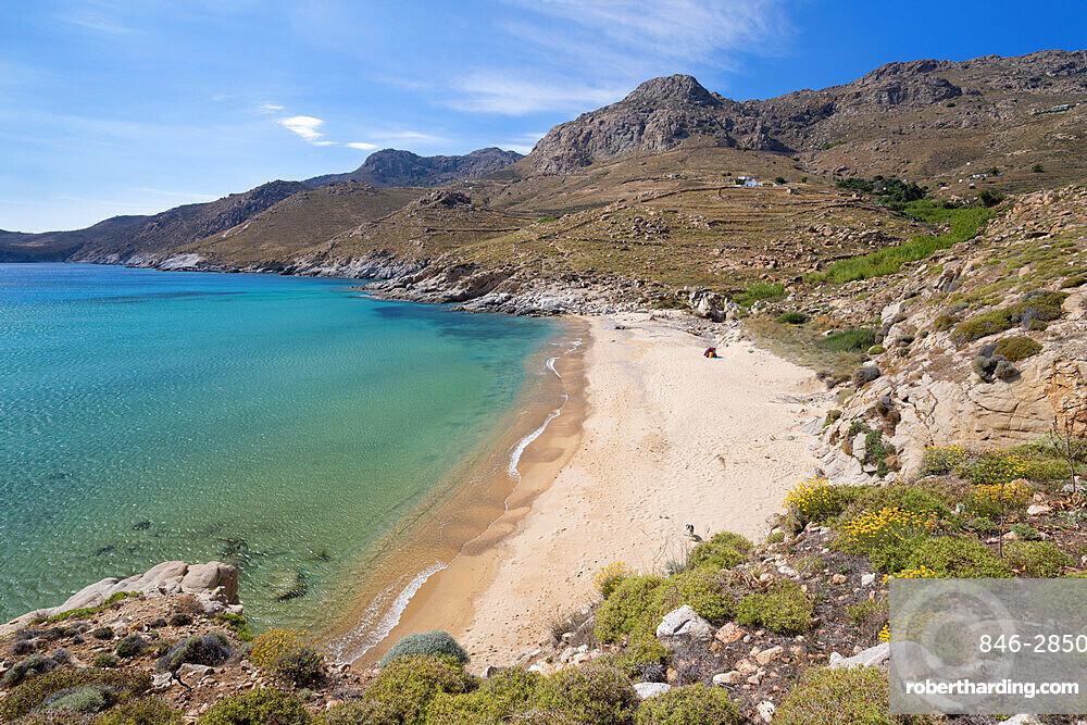 View over Kalo Ampeli beach near Livadi on island's south coast, Serifos, Cyclades, Aegean Sea, Greek Islands, Greece, Europe