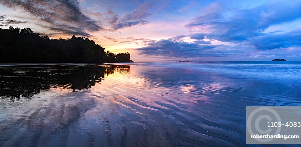 Sunrise at Playa Arco Beach, Uvita, Marino Ballena National Park, Puntarenas Province, Pacific Coast of Costa Rica