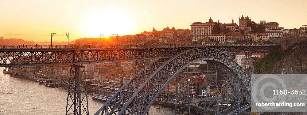 Ponte Dom Luis I Bridge at sunset, Ribeira District, UNESCO World Heritage Site, Porto (Oporto), Portugal, Europe