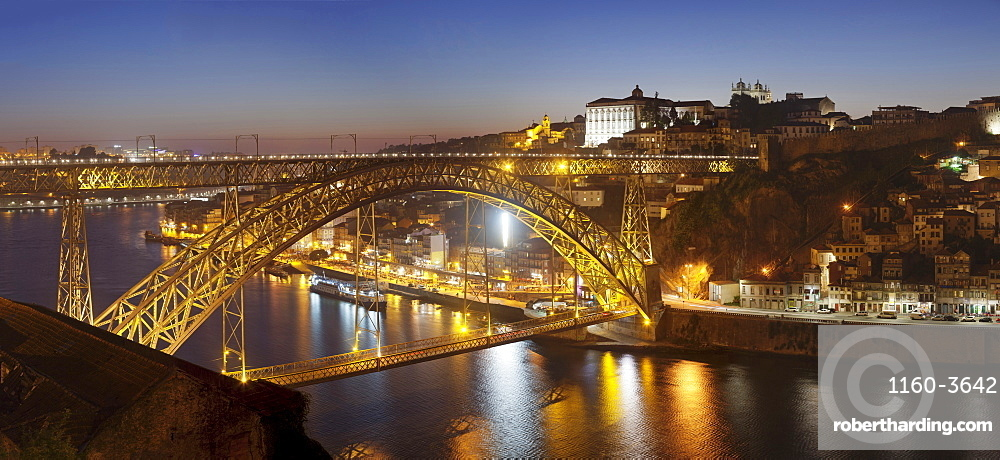 Ponte Dom Luis I.Bridge over Douro River to Ribeira District, UNESCO Wolrd Heritage Site, Porto, Portugal