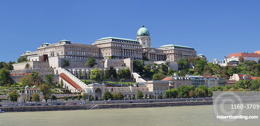 View over Danube River to the Royal Palace, Buda Castle, UNESCO World Heritage Site, Budapest, Hungary, Europe