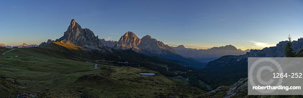 Giau Pass, Gusela, Tofana, Croda del Becco and Cristallo at sunrise, Dolomites, Veneto, Italy, Europe