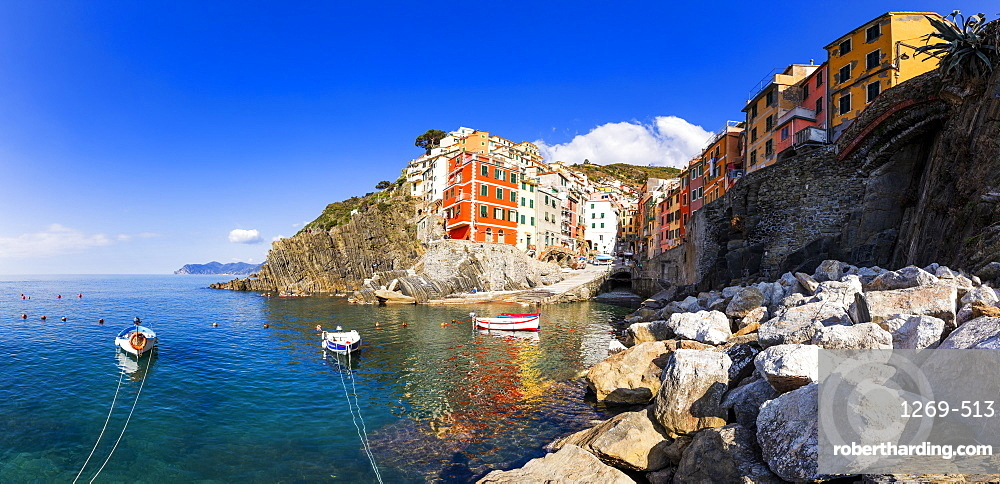Panoramic view of colourful houses of Riomaggiore reflected in the water, Cinque Terre, UNESCO World Heritage Site, Liguria, Italy, Europe