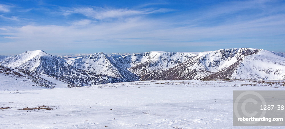 Looking out across the Cairngorm in winter to Angels Peak, 1258m, and Braeriach, 1296m, Scotland, United Kingdom, Europe