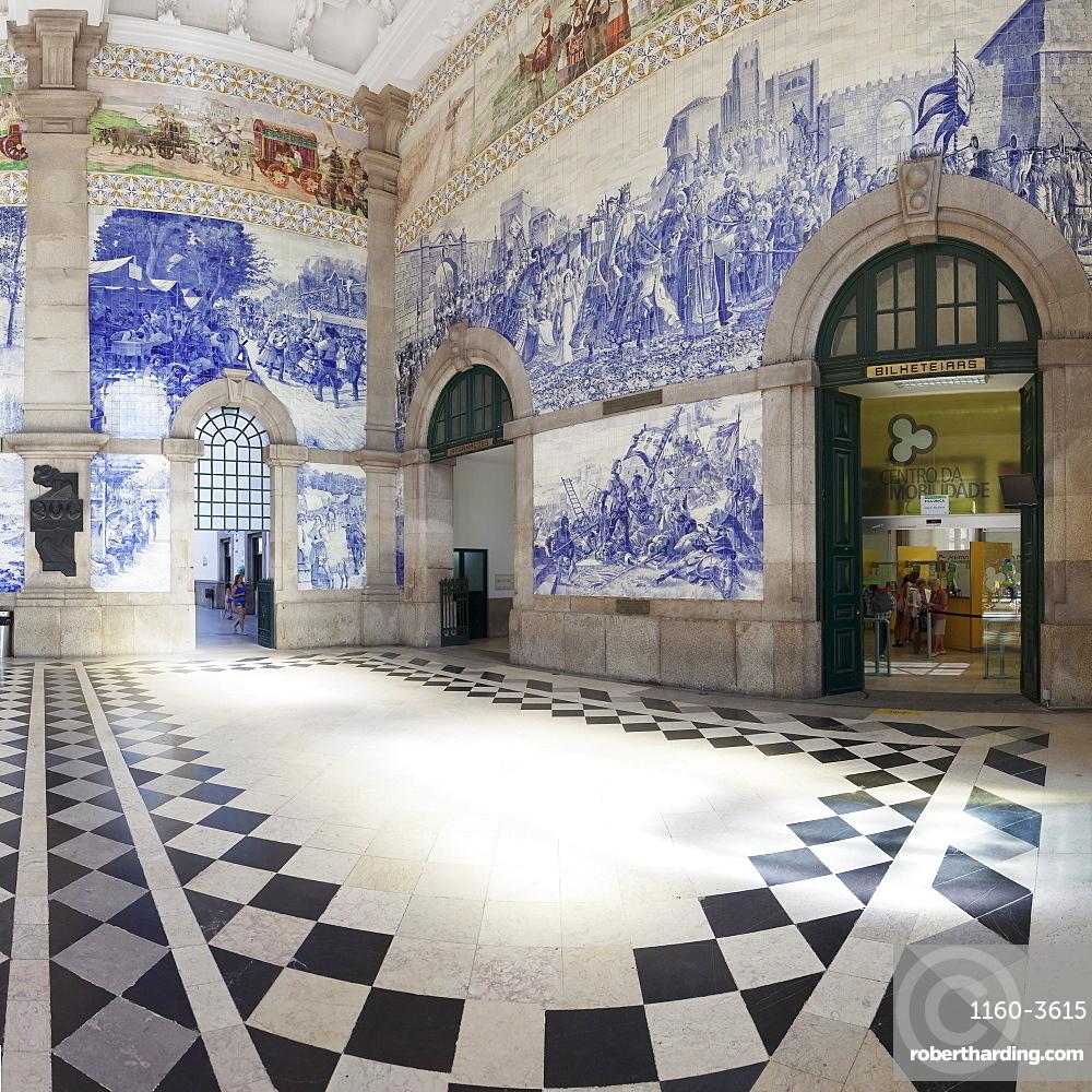Azulejos, Sao Bento railway station, Porto (Oporto), Portugal, Europe