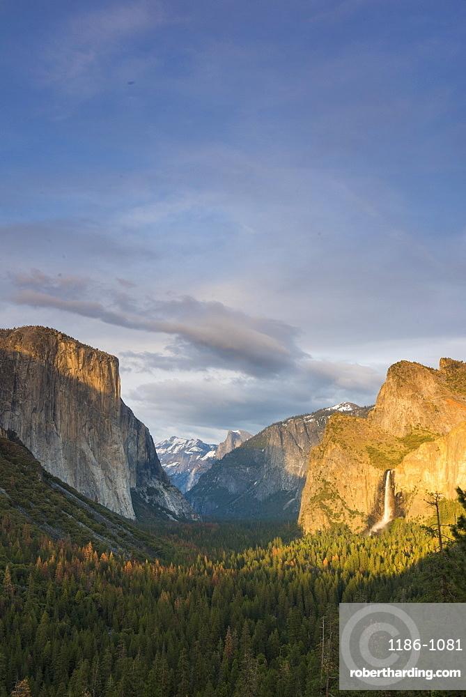 Tunnel View, Yosemite National Park, UNESCO World Heritage Site, California, United States of America, North America