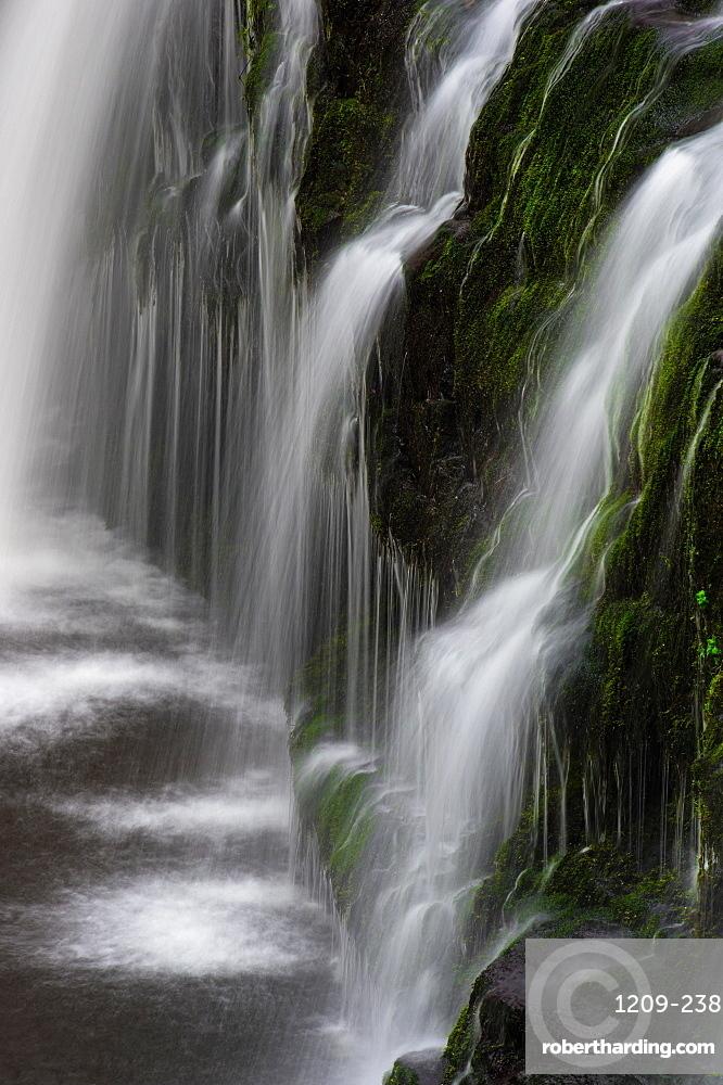 Sgwd y Pannwr waterfall, Pontneddfechan, Wales. Brecon Beacons.