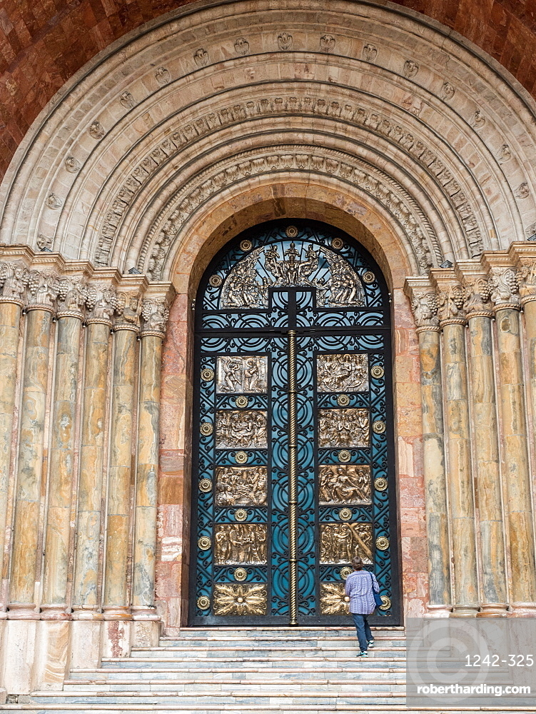 Grand doors of Cuenca's new cathedral, which was built between 1885 and 1975, Cuenca, Ecuador, South America