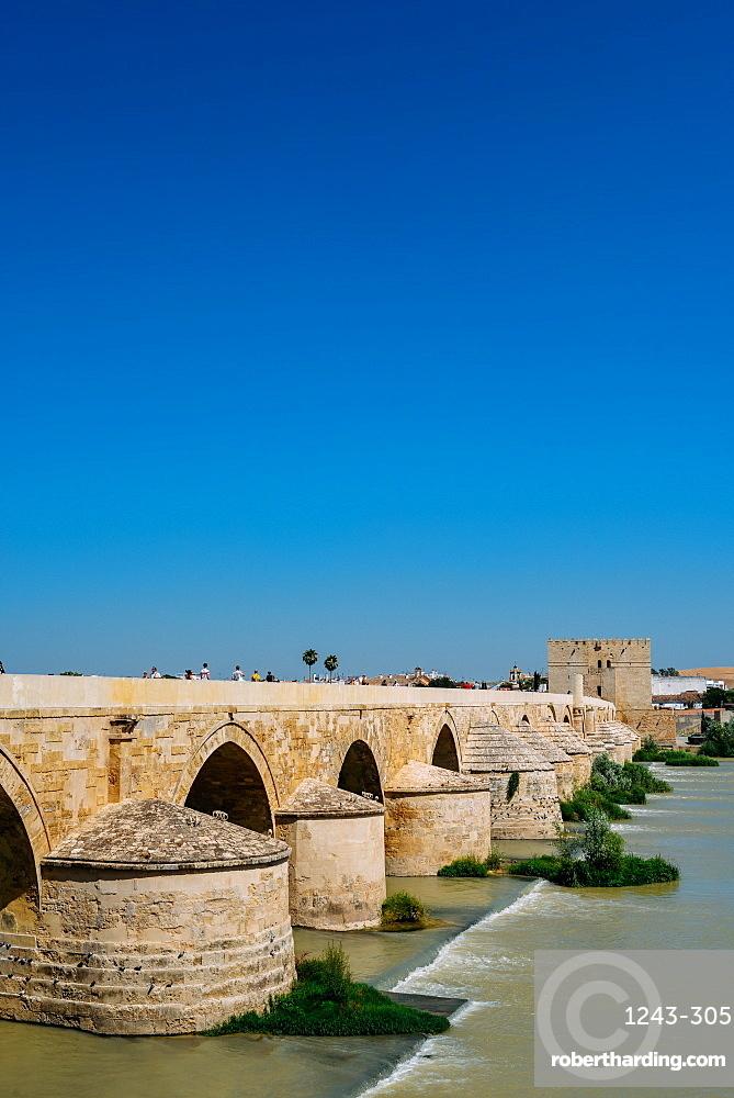 Roman Bridge, UNESCO World Heritage Site, over Guadalquivir River, Cordoba, Andalucia, Spain, Europe