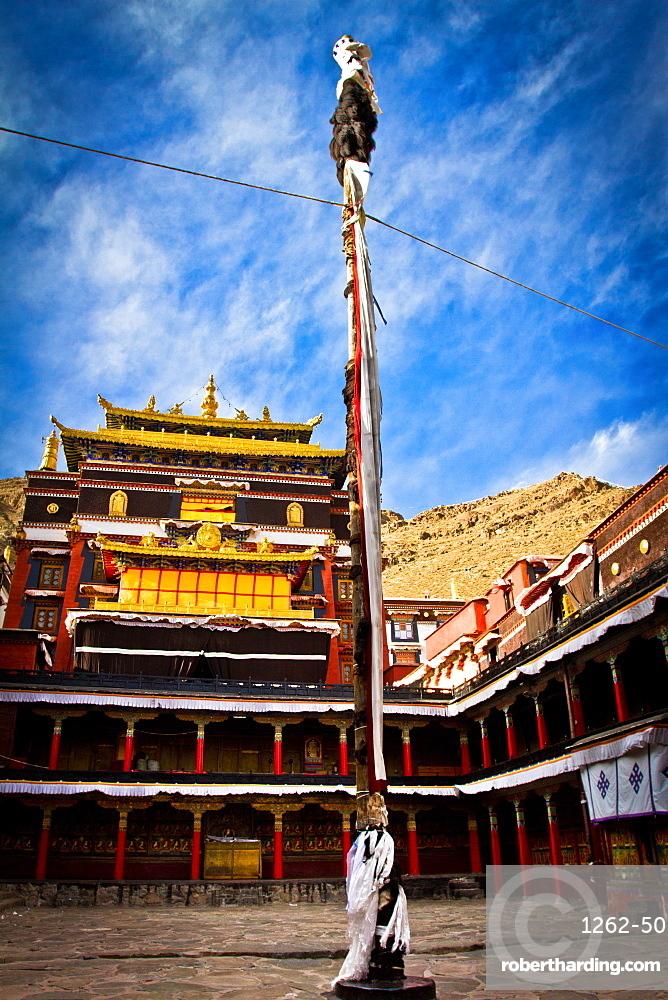 Courtyard temple of Tashi Lhunpo Monastery, Shigatse, Tibet, China, Asia