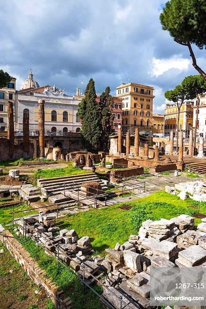 Largo di Torre Argentina square with Roman Republican temples and remains of Pompeys Theatre, in the ancient Campus Martius, Rome, Lazio, Italy, Europe
