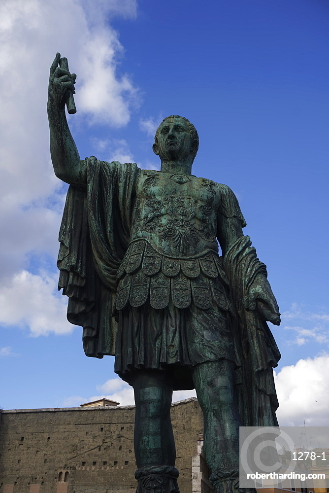 Julius Caesar statue in the Forum area, Via dei Fori Imperiali, Rome, Lazio, Italy, Europe
