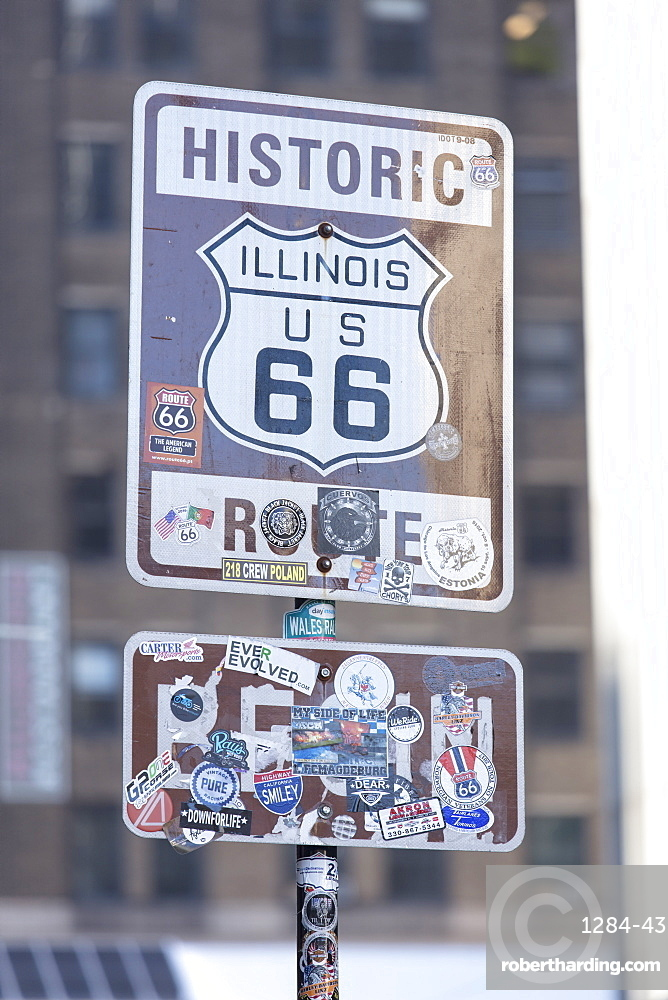 Historic sign for the start of Route 66 in Chicago, Illinois