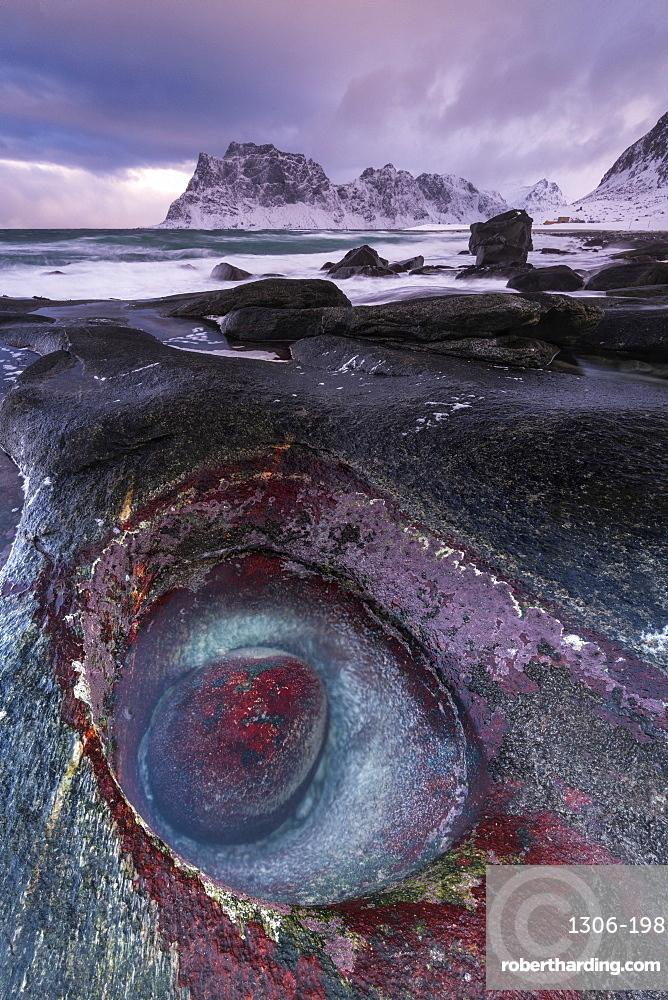 The Devils Eye at Uttakleiv Beach, Vestvagoy, Lofoten Islands, Nordland, Arctic, Norway, Europe