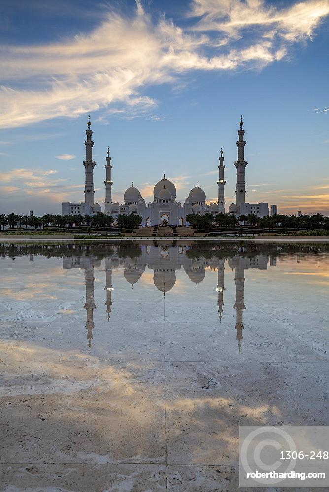 The Sheikh Zayed Grand Mosque at sunset, Abu Dhabi, United Arab Emirates, Middle East