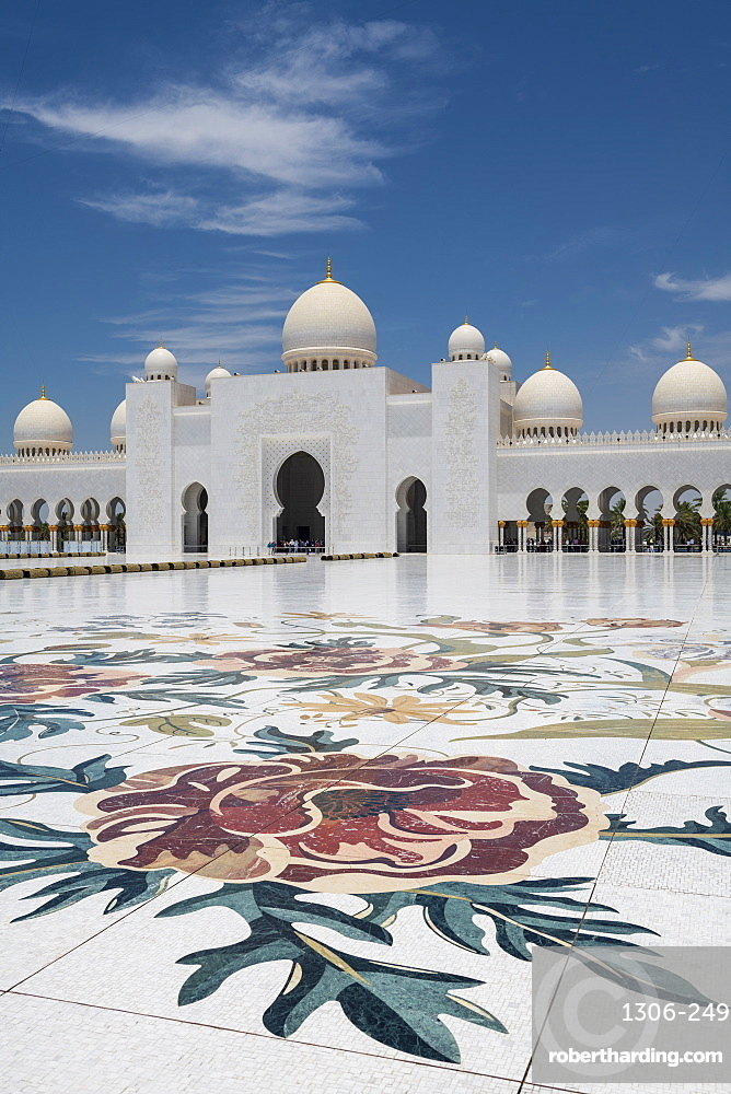 The Sheikh Zayed Grand Mosque, Abu Dhabi, United Arab Emirates, Middle East
