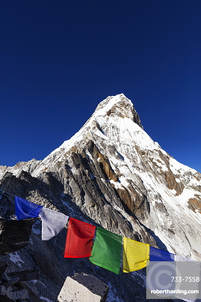 Prayer flags on Ama Dablam, 6812m, Sagarmatha National Park, UNESCO World Heritage Site, Khumbu Valley, Nepal, Himalayas, Asia