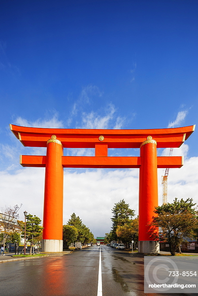 Torii gate at Heian Jingu Shinto shrine, Kyoto, Japan, Asia
