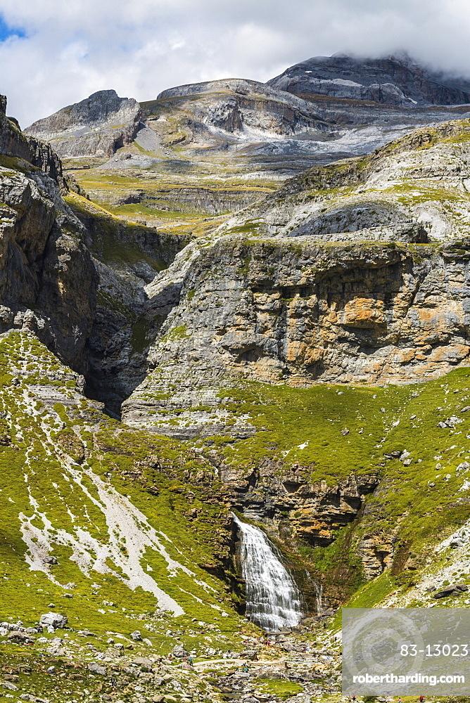 Cola de Caballo waterfall below Monte Perdido at the head of the Ordesa Valley, Ordesa National Park, Pyrenees, Aragon, Spain, Europe
