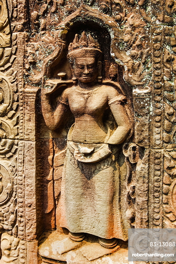 Standing devata (female deity) in a carved sandstone tympanum at the 12th century Ta Som temple, Ta Som, Angkor, UNESCO World Heritage Site, Siem Reap, Cambodia, Indochina, Southeast Asia, Asia