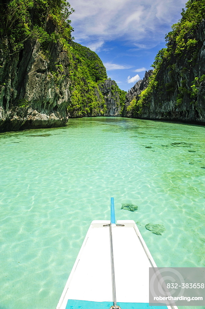 Front of an outrigger boat in the crystal clear water in the Bacuit archipelago, Palawan, Philippines, Asia