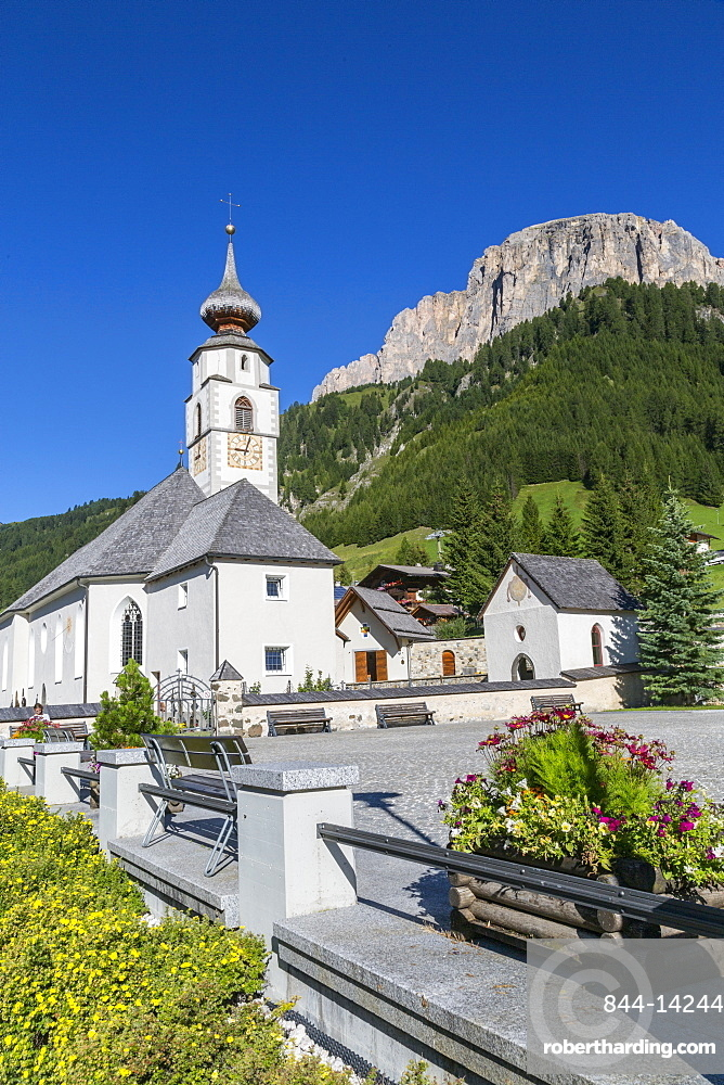 Morning view of Colfosco (Calfosch) Church and surrounding mountains, Belluno Province, Trento, Dolomites, Italy, Europe