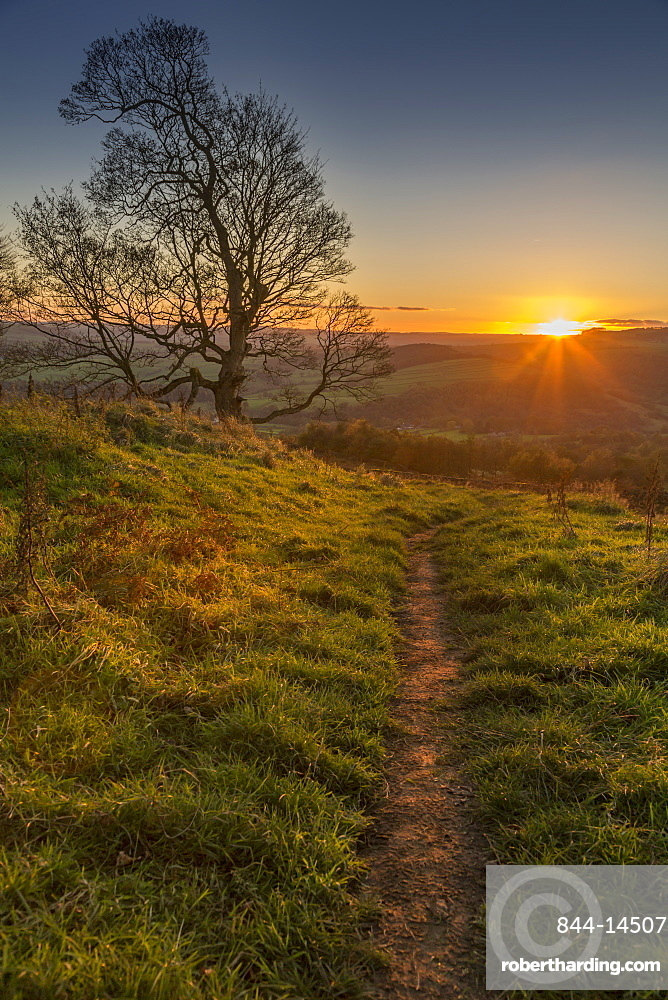 View of sunset from path on Baslow Edge, Baslow, Peak District National Park, Derbyshire, England, United Kingdom, Europe