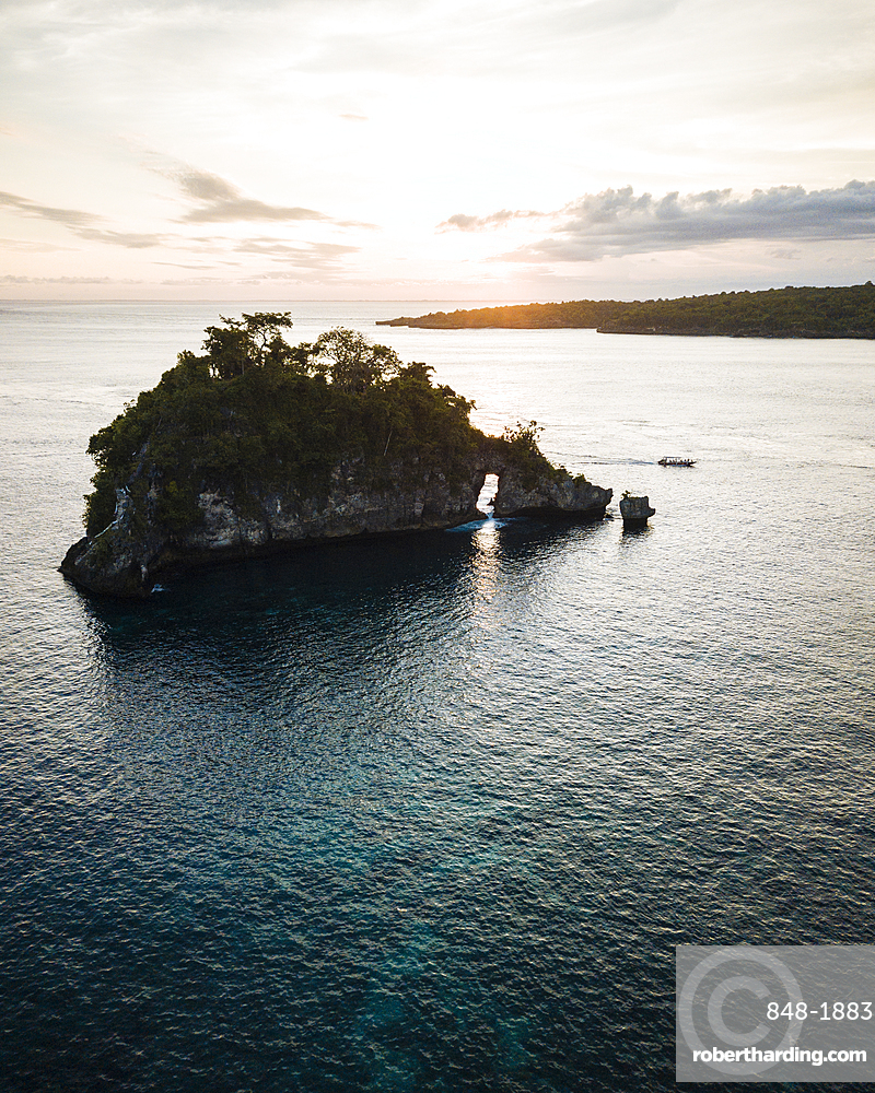 Crystal Bay at sunset, Nusa Penida, Bali, Indonesia, Southeast Asia, Asia