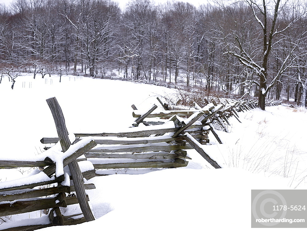 USA, New York State, Wooden fence in winter scenery