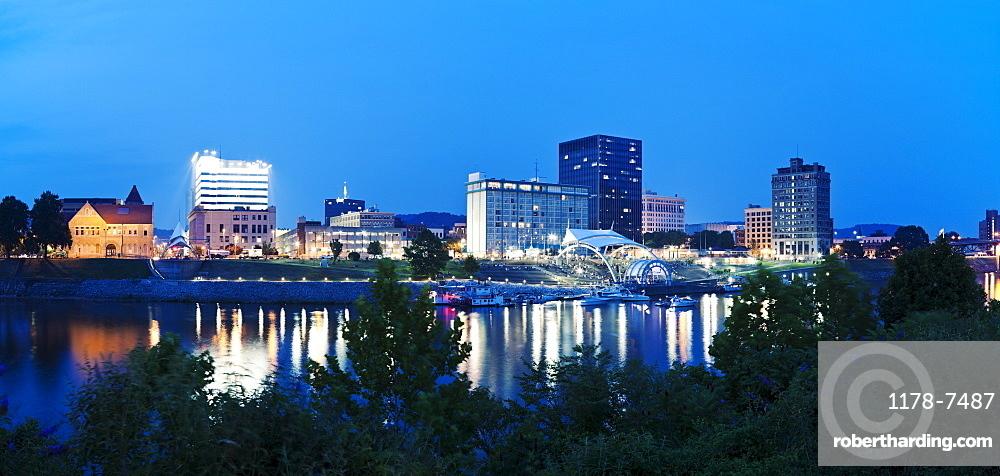 USA, West Virginia, Charleston, Skyline at dusk