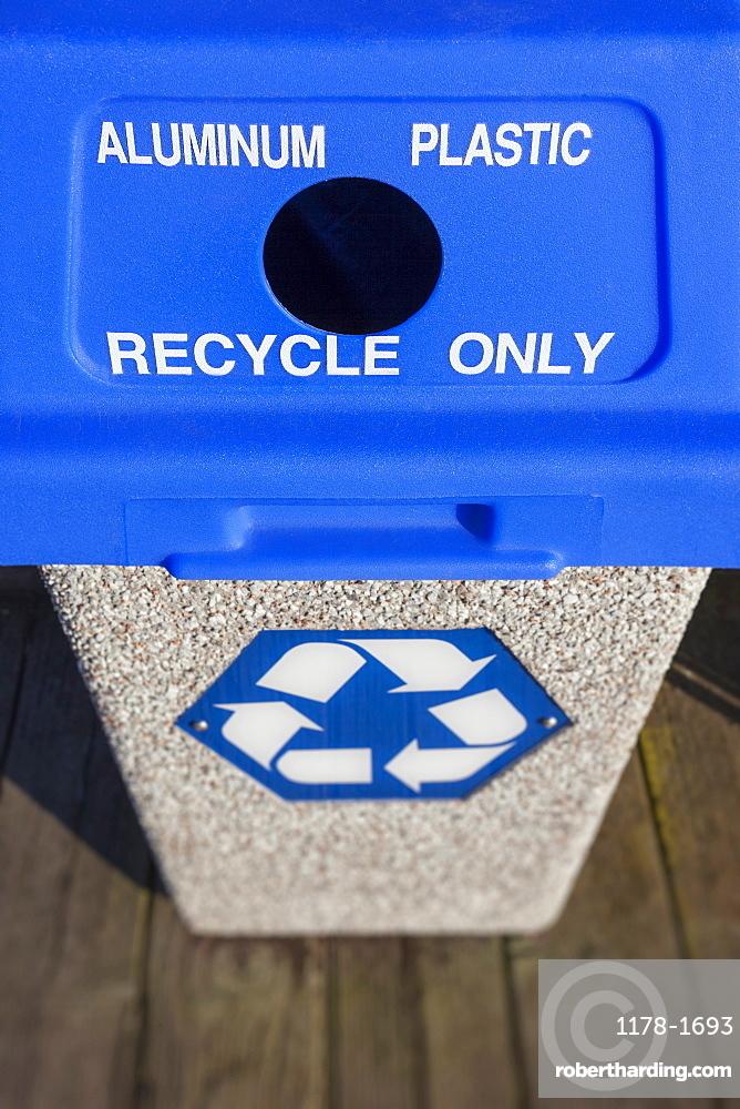 Oregon, Florence, recycling bin