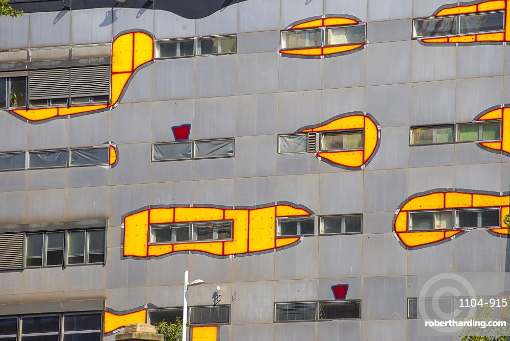 Austria, Vienna, Spittelau, Fernwarme power plant, whose facade was redesigned by eco-architect Friedensreich Hundertwasser