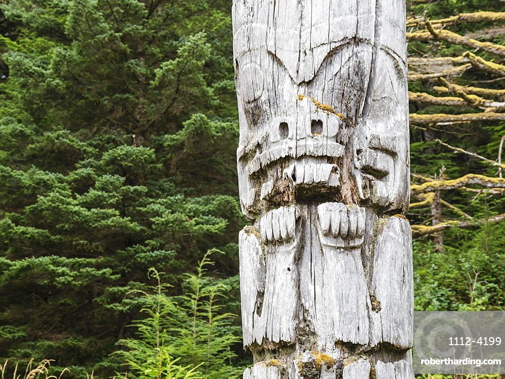 Totem pole at SGang Gwaay, UNESCO World Heritage Site, Haida Gwaii, British Columbia, Canada, North America