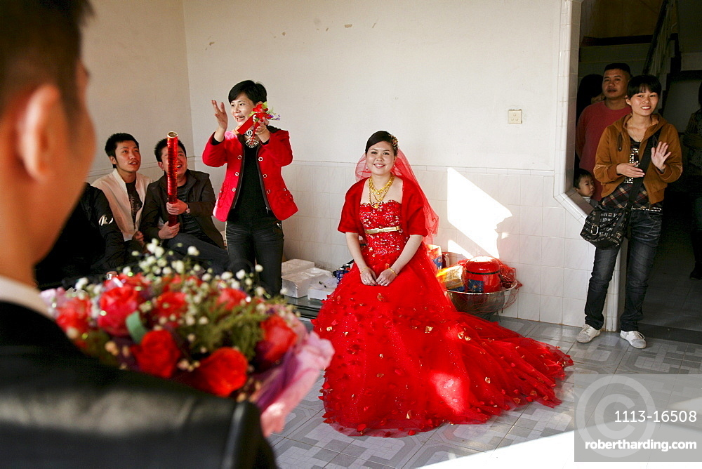 Bridegroom picking up the bride at her parents' house, traditional chinese wedding, Jinfeng, Changle, Fujian province, China, Asia