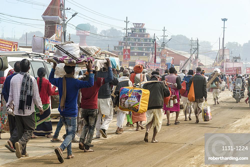 Pilgrims during the Allahabad Kumbh Mela, World?s largest religious gathering, Uttar Pradesh, India