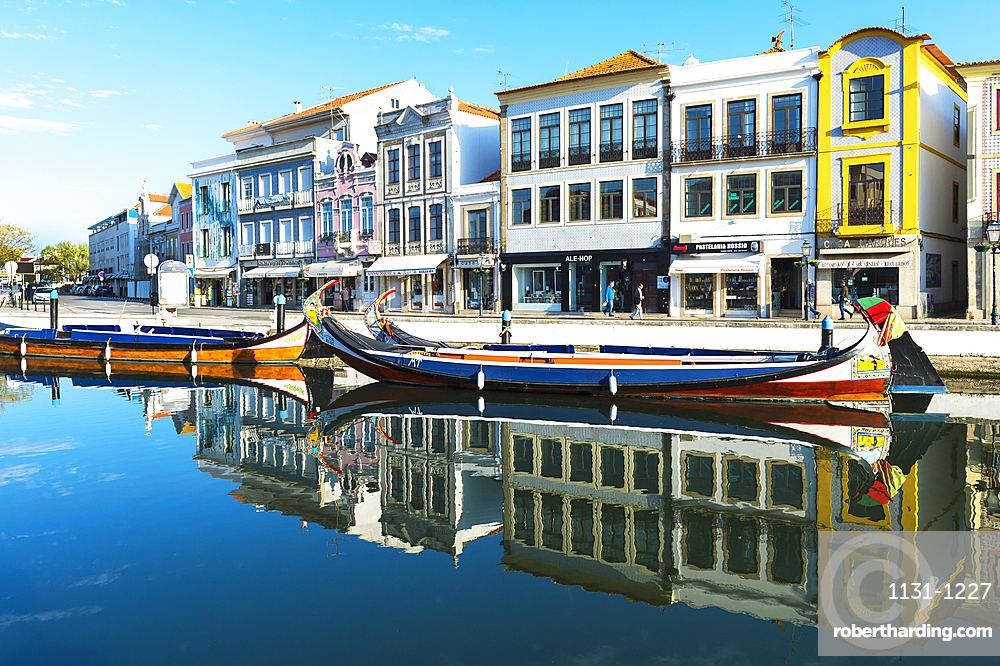 Moliceiros moored along the main canal, Aveiro, Venice of Portugal, Beira Littoral, Portugal, Europe