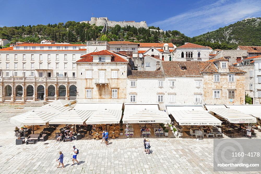 Restaurants at the Main Square, view to Spanisch Fortress, Hvar, Hvar Island, Dalmatia, Croatia