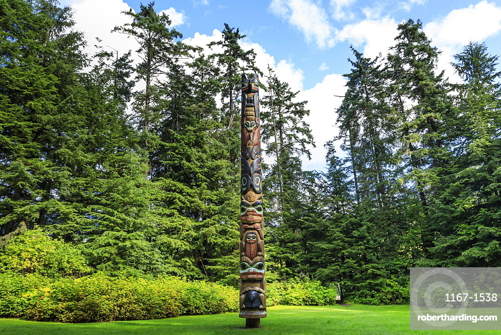 K'alyaan Pole, Tlingit totem pole, rainforest clearing, summer, Sitka National Historic Park, Sitka, Baranof Island, Alaska, United States of America, North America