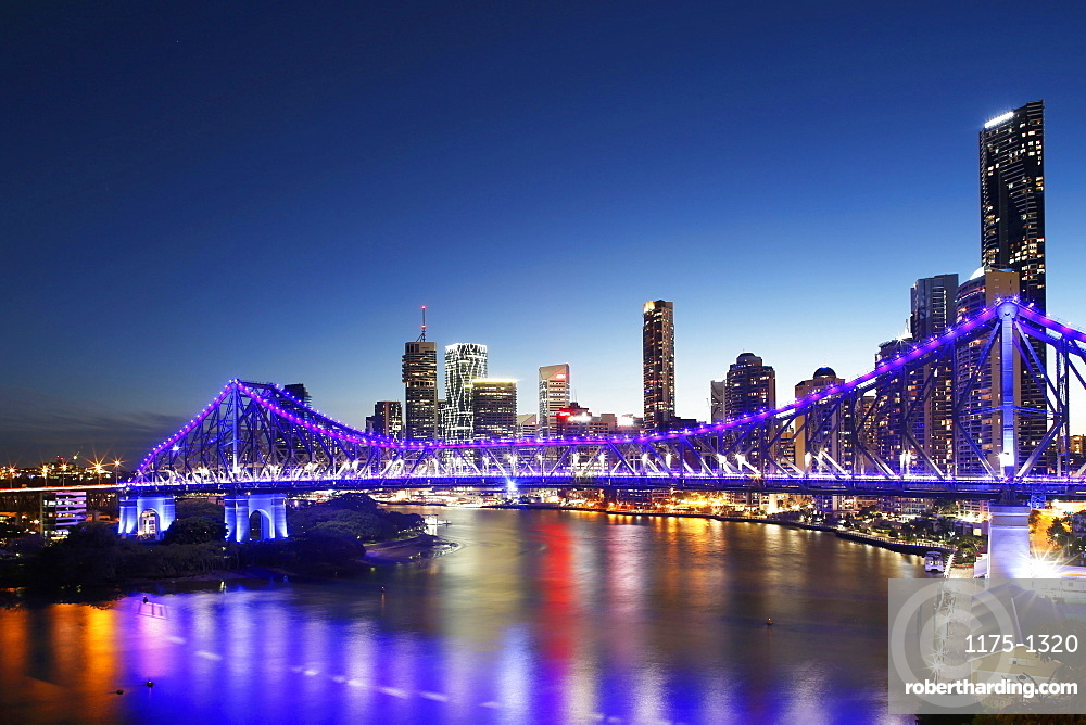 The Story Bridge with the Brisbane skyline in the background by night