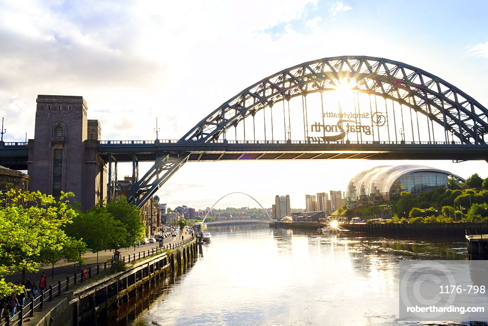 The Tyne Bridge and Sage Gateshead Arts Centre, Gateshead, Newcastle-upon-Tyne, Tyne and Wear, England, United Kingdom, Europe