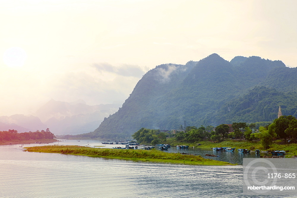 Sunset over the Son River in the Phong Nha Ke Bang National Park, Quang Binh, Vietnam, Indochina, Southeast Asia, Asia