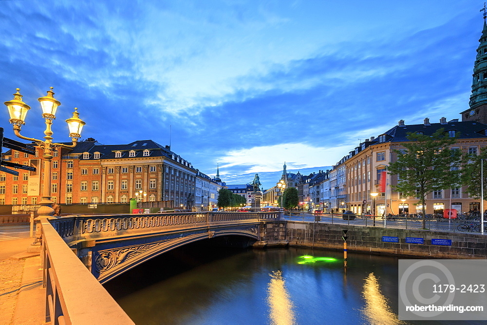 Hojbro Bridge and Plads between the adjoining Amagertorv and Slotsholmen Canal at night, Copenhagen, Denmark, Europe