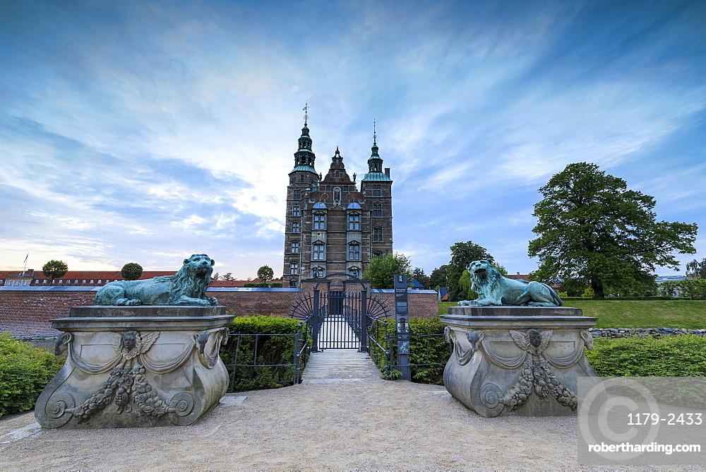 Sculptures of lions in front of Rosenborg Castle, Kongens Have, Copenhagen, Denmark, Europe