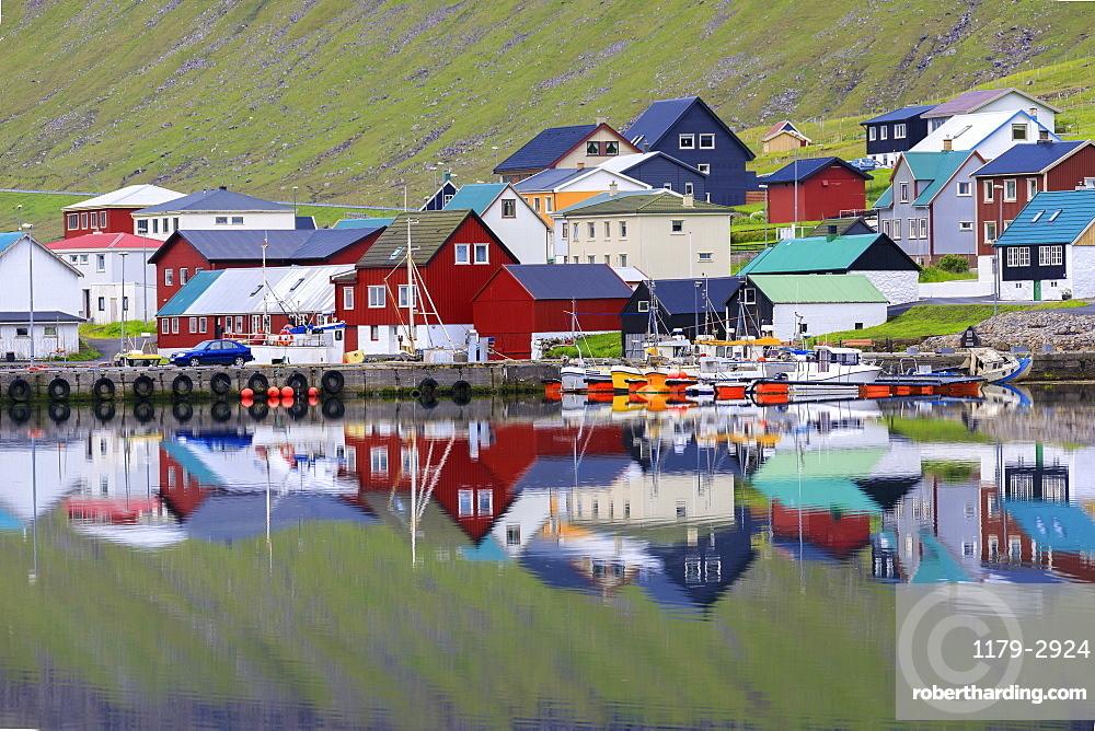 Typical houses, Hvannasund, Vidoy Island, Faroe Islands, Denmark, Europe