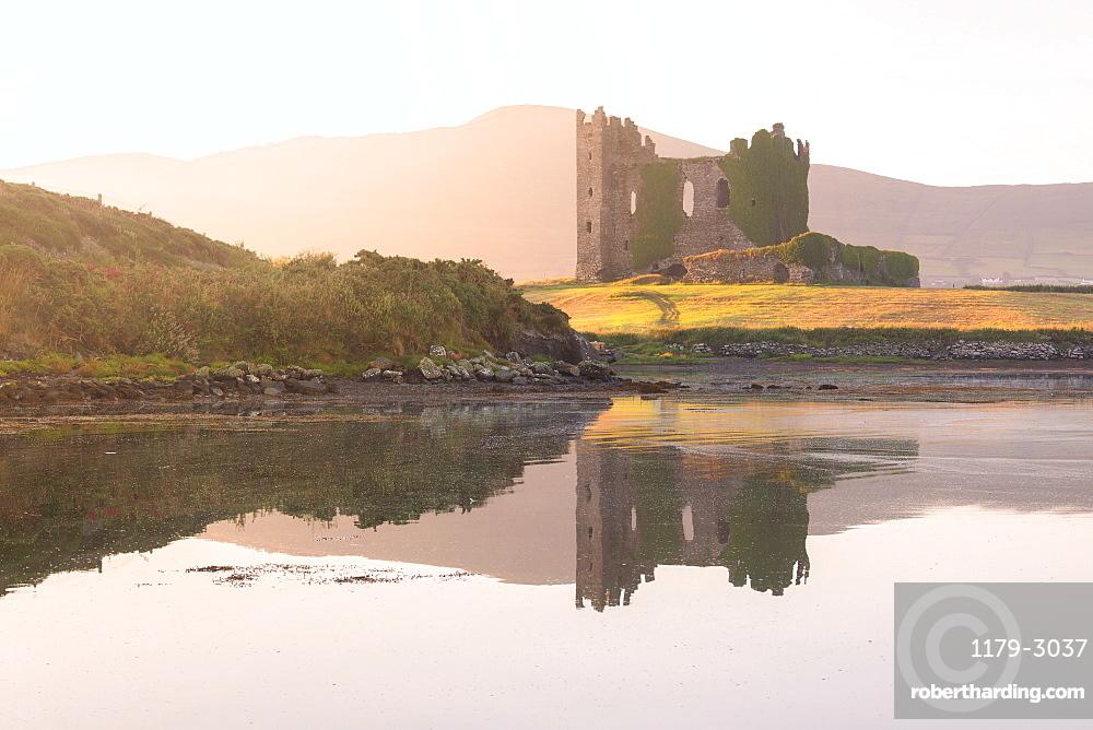 Ballycarbery Castle, Cahersiveen, County Kerry, Munster, Republic of Ireland, Europe