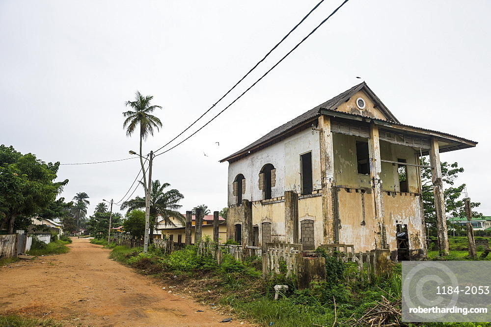 Old colonial house, Grand Bassam, UNESCO World Heritage Site, Ivory Coast, West Africa, Africa