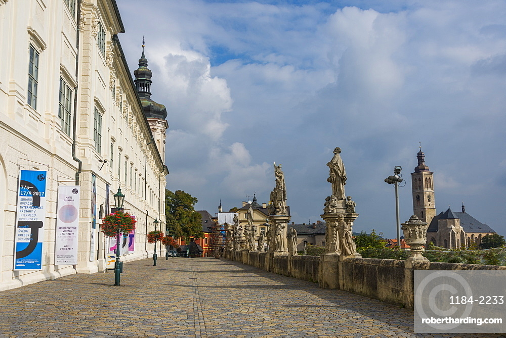 Statues lining St. Barbara's Street, UNESCO World Heritage Site, Kutna Hora, Bohemia, Czech Republic, Europe