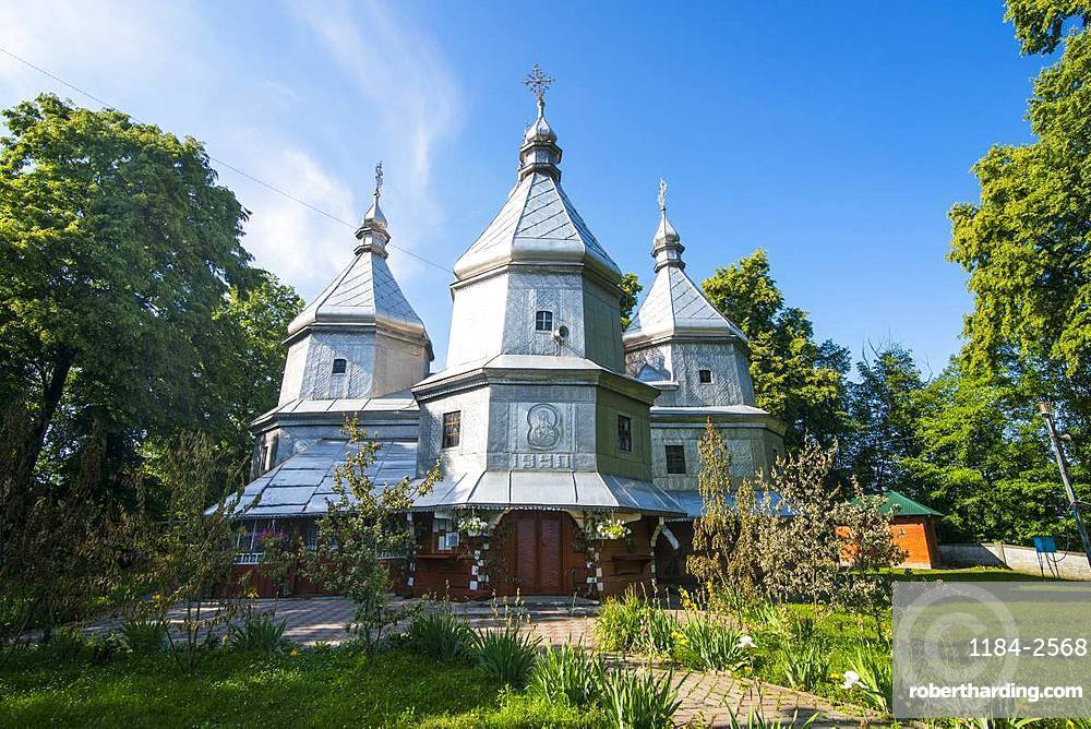 Wooden church of Nativity of Blessed Virgin Mary, UNESCO World Heritage Site, Nyzhniy Verbizh, Ukraine, Europe