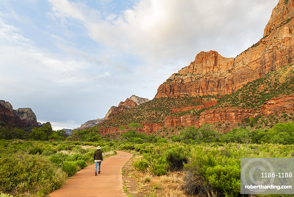 Hiking the Pa'rus trail, Zion National Park, Utah, United States of America, North America