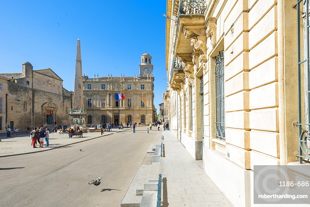 Place de la Republique, Arles, Bouches du Rhone, Provence, Provence-Alpes-Cote d'Azur, France, Europe